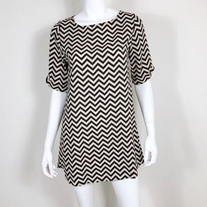 T1-20: Everly nude and black chevron dress small